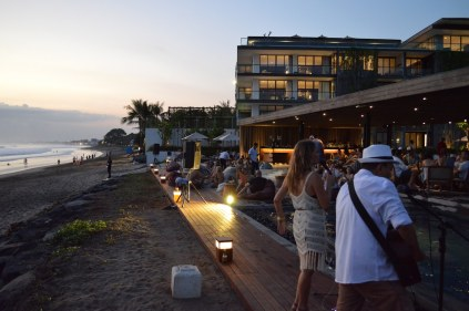 best-bar-sunset-session-on-the-beach-alila-seminyak-bali-angela-carson-luxury-bucket-list-6