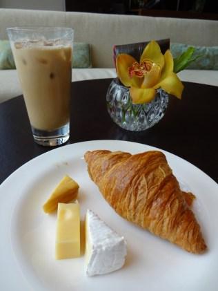 best-hotel-near-singapore-airport-crowne-plaza-changi-asia-luxury-travel-blogger-angela-carson-18