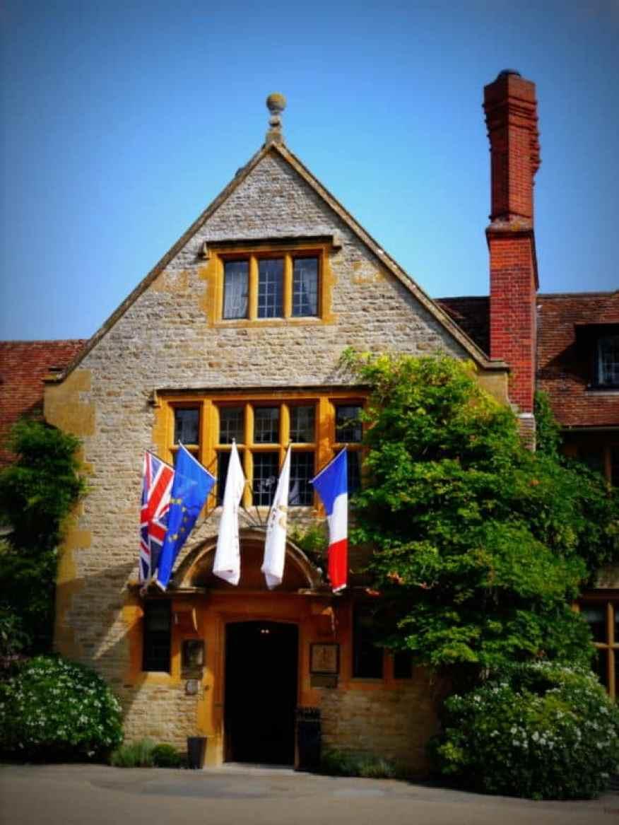 Le Manoir front entrance - Luxury Columnist