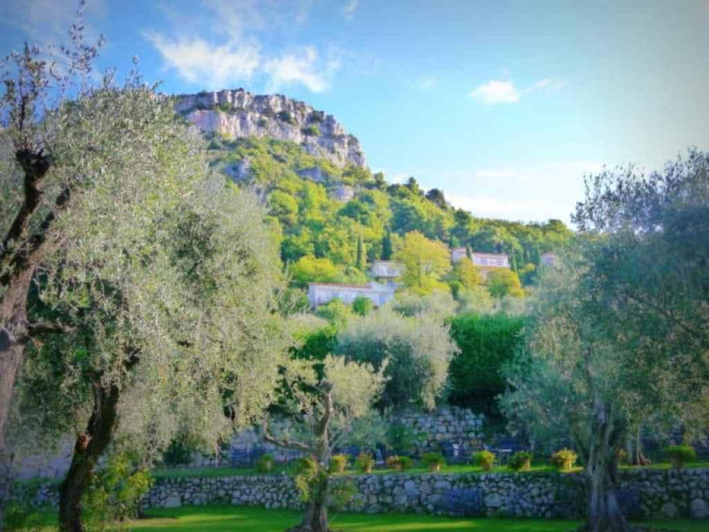 Chateau Saint Martin grounds - www.luxurycolumnist.com