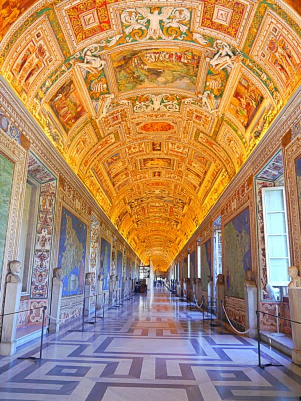 Beat the Crowds – Sistine Chapel, St Peter's and Vatican Tour