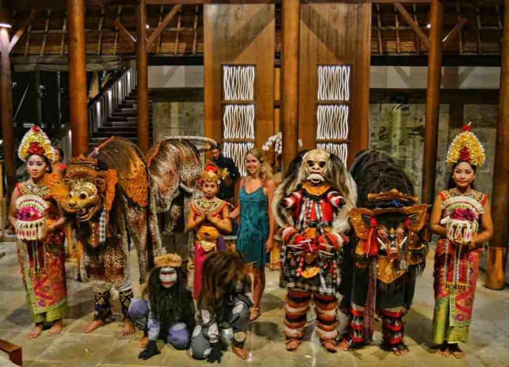 alila-ubud-plantation-dancing