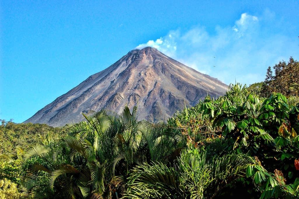 Arenal_Volcano_-_Costa_Rica_-_by_Ardyiii