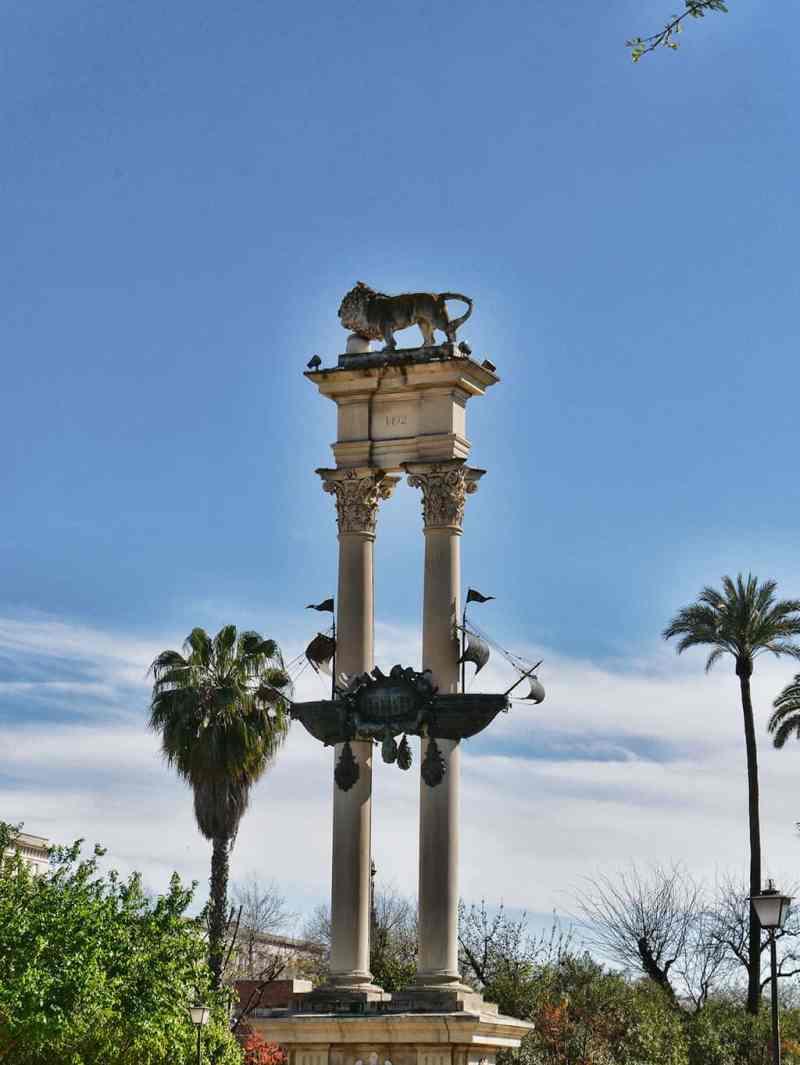 Seville tourism - Jardines de Murillo lion