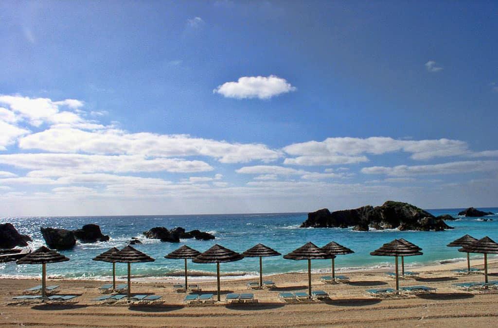 bermuda-beach-palapas