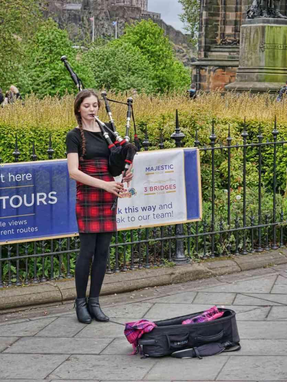 Bagpipe player in Edinburgh city centre