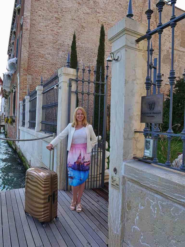 Samsonite lightweight suitcase