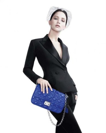 Jennifer-Lawrence-Miss-Dior-handbag-03