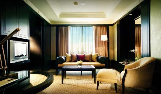 BT_Bangkok_RoomsSuites_DeluxeRoom_LivingArea