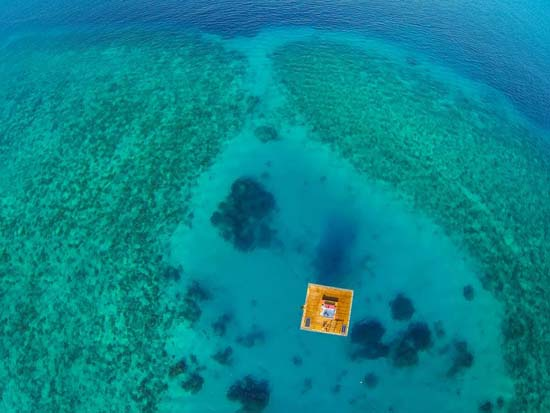 underwater-room-manta-resort-6