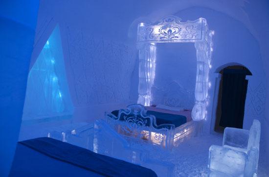 Frozen-Suite-Hotel-De-Glace-01