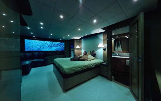 Lovers-Deep_submarine_bedroom
