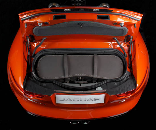 Malle Moynat pour Jaguar F-Type. 01/2014 © david atlan