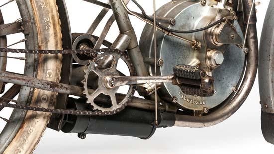 1907-harley-davidson-strap-tank-04