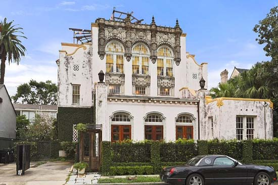 Take A Look Inside Beyoncé & Jay Z's $2.6 Million New Orleans Mansion