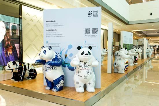 l_big-bang-10th-anniversary-heart-panda-art-exhibition-4