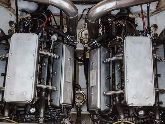 1990-riva-ferrari-32-speedboat-engine
