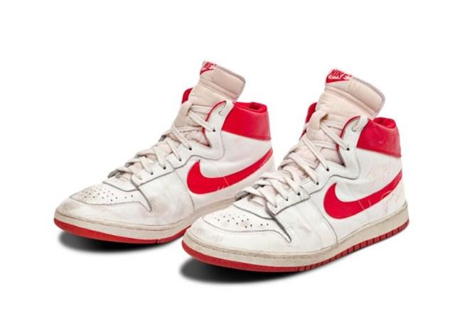 Michael Jordan Nike Air Ships