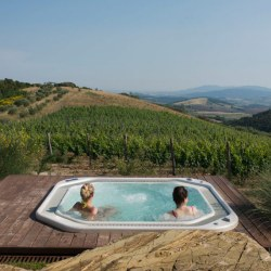 Villa Tatti | Beautiful Tuscan Farmhouse with infinity pool and hot tub