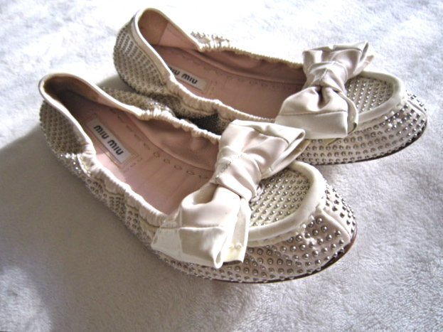 042ee20abd03 Miu Miu Ivory Leather Ballet Bow Flats   Size 35 - Luxurylana Boutique