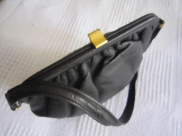 Vintage Black Leather Kiss-lock Shoulder Bag-1