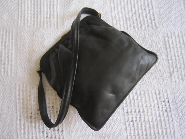 Vintage Black Leather Kiss-lock Shoulder Bag-2