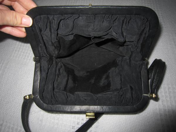 Vintage Black Leather Kiss-lock Shoulder Bag-4