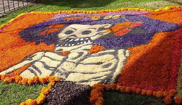 day of the dead sidewalk art in Mexico