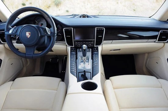 Porsche Panamera 4S Exclusive Middle East Edition Shows Up