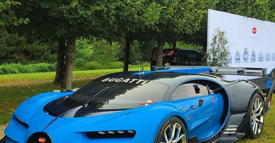 James Gets Close Up To The BUGATTI CHIRON – WOW!