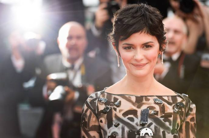 Audrey Tautou wore earrings in white gold and diamonds by Chaumet.