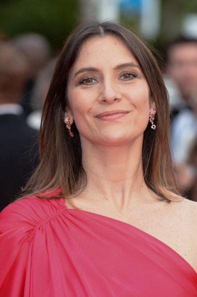 Géraldine Pailhas wore earrings and a ring from the Bee My Love collection by Chaumet.