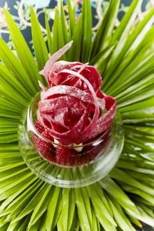 La fraise, la framboise et crémeux Yuzu, éclat d'un croustillant rose (Produit Réception)