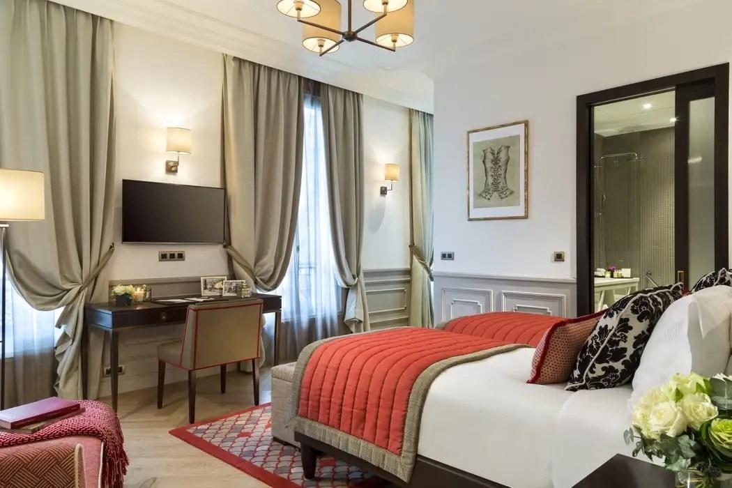 5 Best Luxury Hotel Rooms & Apartments Near The Eiffel