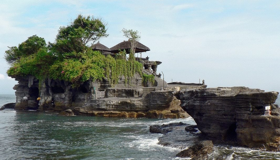 tanah-lot-temple-the-traveller-s-guide-by-ljojlo_orig