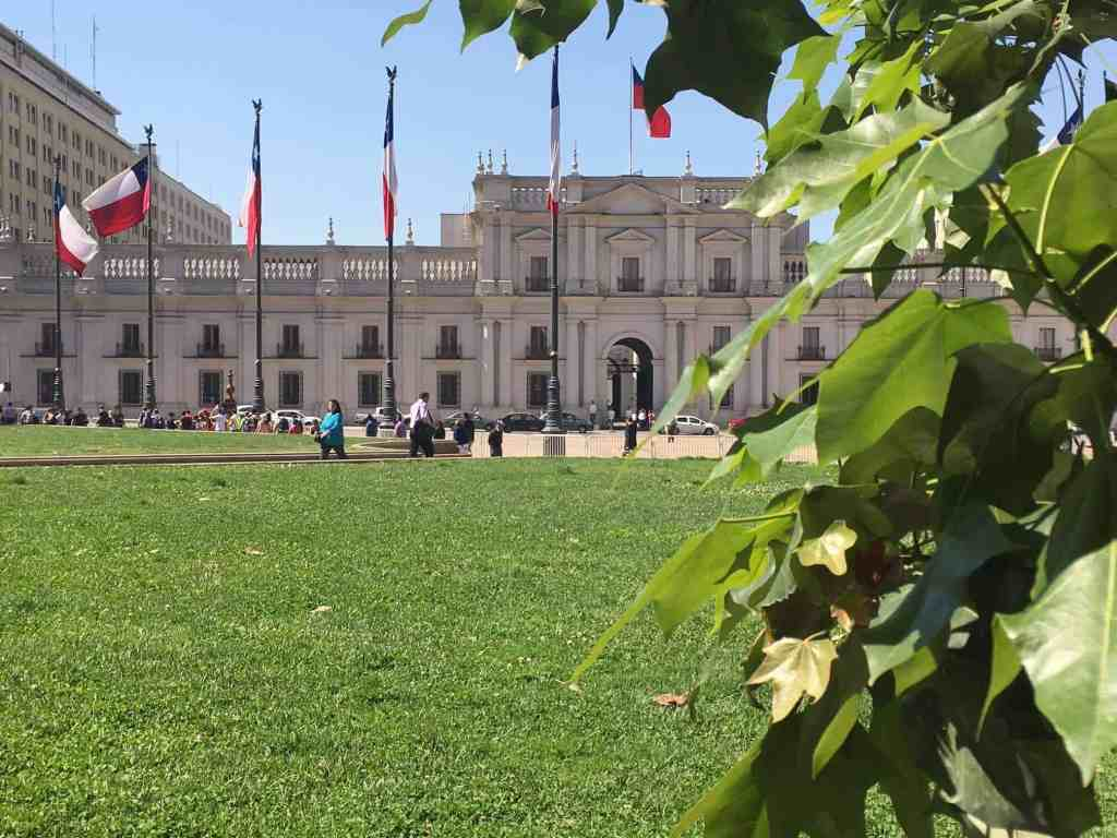 Santiago Free Walking Tour - Palacio La Moneda - The Traveller's Guide By #ljojlo