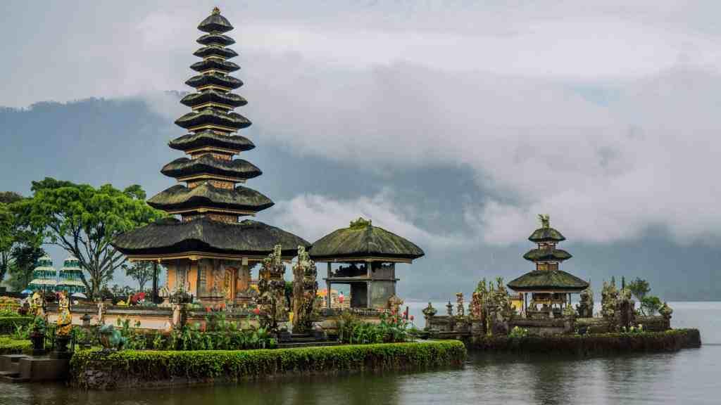 Scoopon Bali Deals - How to Get Cheap Bali Holidays - Ulun Danu Beratan Temple