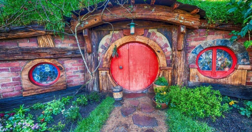 Hobbiton - Work Abroad In New Zealand - Luxury Travel Hacks