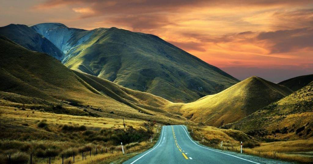 Road & Scenery - Work Abroad New Zealand - Luxury Travel Hacks
