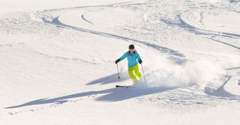 Skiing - Work Abroad New Zealand - Luxury Travel Hacks