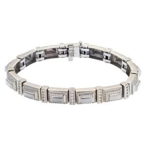 Stylish 18k white gold bracelet with approximately 1 carat in diamonds