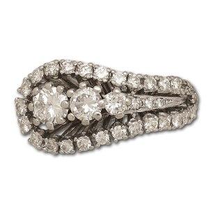 Beautiful swirl diamond ring in 14k white gold. 2.00 carats in white clean diamonds
