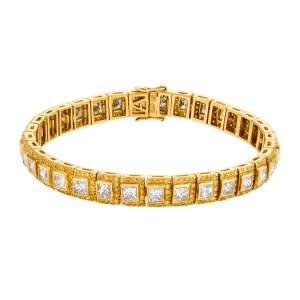 White and yellow diamond  bracelet set in 18k gold