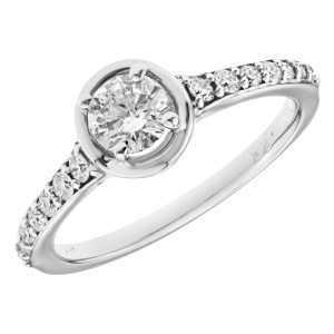 Diamond ring in 14k white gold. 0.75 carats in diamonds. Size 7.25