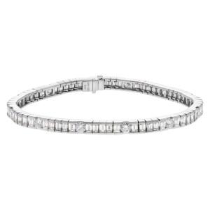 Diamond bracelet with over 8 carats in diamonds set in 18k white gold