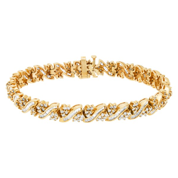 Lovely diamond bracelet with round and baguette diamonds