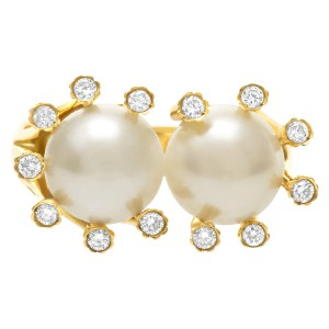 Freshwater pearls ring in 18k yellow gold with diamond accents.