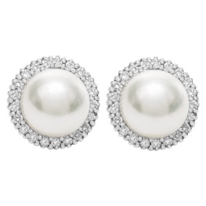 South Sea pearl and diamond stud earrings in 18k white gold. 1.05 cts