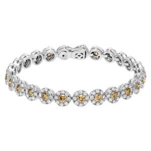 Beautiful Flower diamond bracelet in 18k white gold. 7.50 carats