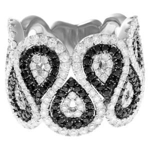 Unique white and black diamond swirl ring. 3.00cts in diamonds in 14k white gold